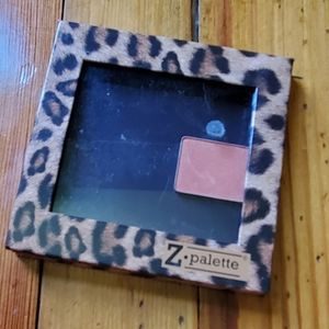 Z palette with one eyeshadow